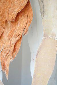 """""""Heute nehme ich Dich"""", Farb- und Bleistift, Aquarell auf Papier, Garn, Kleiderbügel, 152 x 43 x 30 cm, 2019 (c) Iris Christine Aue"""