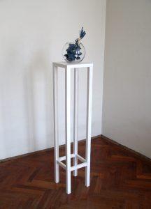 Die sind für Dich, Fotokarton, Band, Vase, Holz 147 x 25 x25 cm, 2015